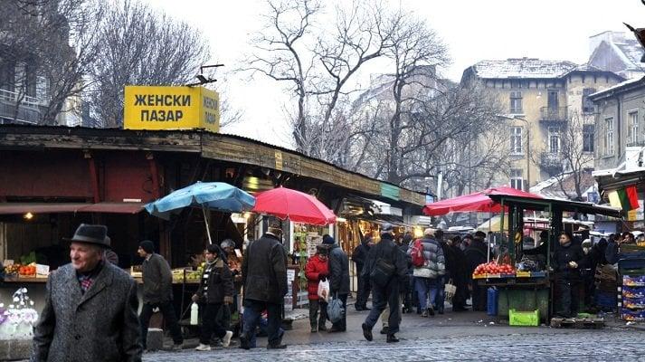 """Входът на Женския пазар откъм ул. """"Екзарх Йосиф""""преди реконструкцията през 2011 г. Снимка: авторът"""