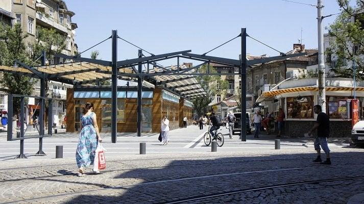 """Входът на Женския пазар откъм ул. """"Екзарх Йосиф"""" след реконструкцията. Снимка: авторът"""