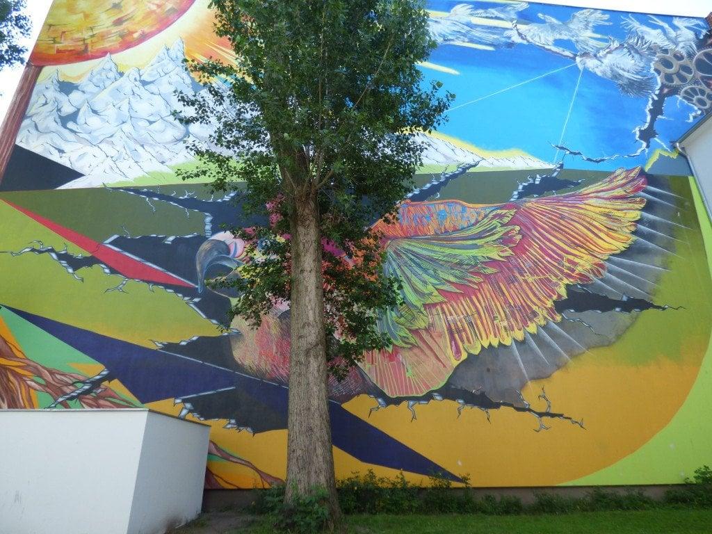 """Фасадата на """"Дом Арнолд Фортуин"""" на улица """"Харцер"""" в берлинския квартал """"Ной Кьолн"""". Снимка: Светла Енчева."""