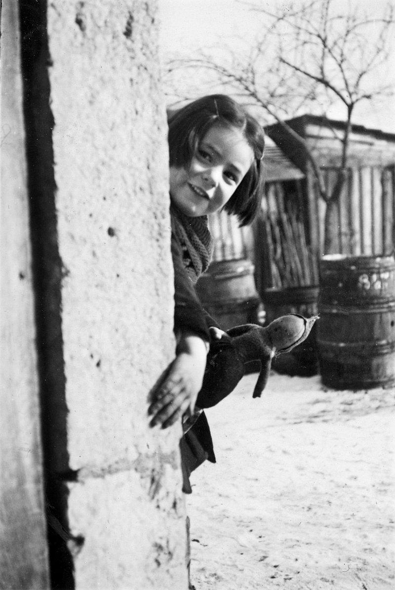 MIRIAM FRANK CHILDHOOD FOTO