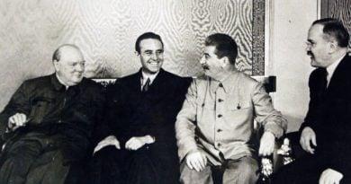 Чърчил, Сталин и представителят на Рузвелт на Московската конференция - Еверел Хариман (снимка)