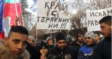 Евродепутатът Ромео Франц натиска бургаския кмет за безводието в  ромския квартал