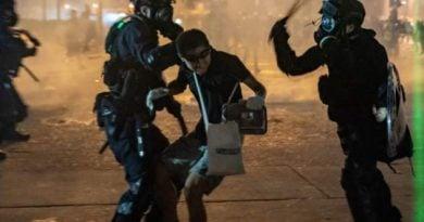 И ученици протестират в Хонконг, YouTube спря 210 канала
