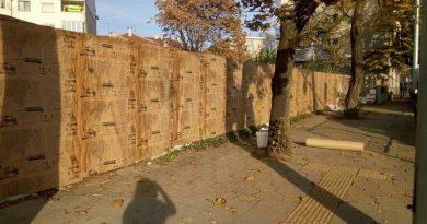 Фасадите на всички общински имоти, пръснати из Пловдив са заляти със стихове