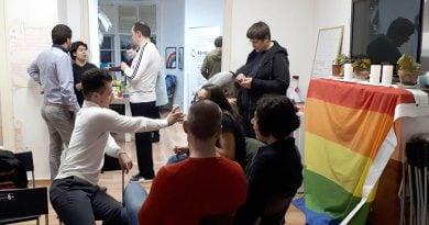 Доброволци и хора от ЛГТБИ общността, участници в групите за взаимопомощ, обсъдиха бъдещи дейности