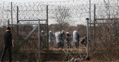 Турция изтегля оставащите 1,500 мигранти от граница с Гърция по р. Еврос-Марица