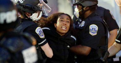 В удавения от протести Лос Анжелис вандалстват и над еврейски магазини и синагоги