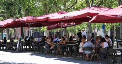 Испания се върна към обичайния живот, възникват нови огнища на зараза