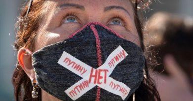 Безгранична власт за Путин, СССР и бог. Какво е новото в руската конституция
