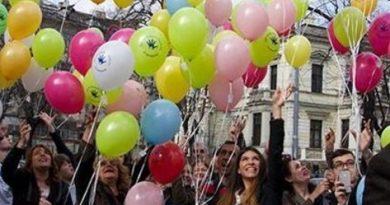 Ден на хората с редки заболявания се отбелязва с балони и масово вдигане на ръце по едно и също време в цяла Европа