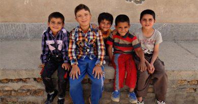 През 2020/2021 над десет хиляди ученика са напуснали, 24,6 % деца нямат поне два чифта обувки
