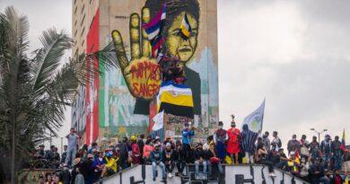От Канада до Колумбия избухват протести срещу наследството на насилие, експлоатация и културно заличаване