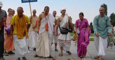 Кришнари преминаха през центъра на София